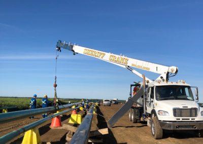 boomtruck-crane-lift-on-pipeline-1